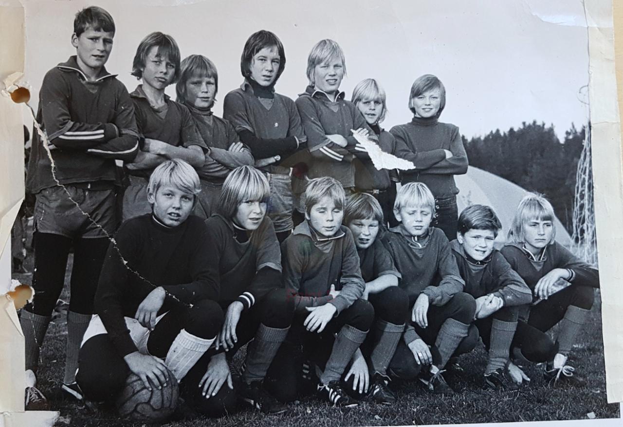 Lilleputtlaget til RFK (1973) Nils Tveter er kjempekeeperen nederst til venstre.